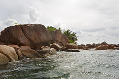Побережье гранита на тропическом острове St Pierre, Сейшельских островах Стоковое Изображение