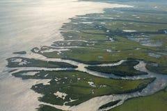 Побережье Камчатского полуострова отрезано артериями воды Тихого океана Взгляд от плоскости Стоковое фото RF