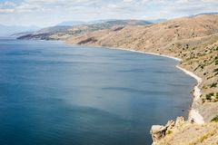 Побережье моря и гор стоковые изображения