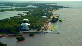 Побережье океана с много малых островов на восходе солнца раннего утра видеоматериал
