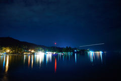 Побережье острова Samui с светами на ноче Стоковое Изображение RF