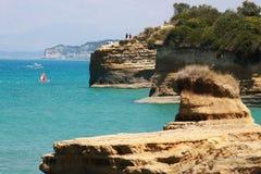 Побережье песка каменное в Korfu (Греция) Стоковые Изображения RF