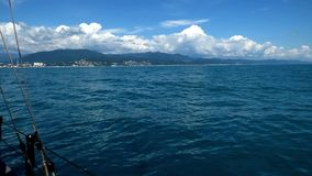 Побережье Чёрного моря - взгляд от доски корабля акции видеоматериалы
