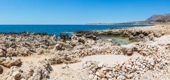 Побережье Cala di Punta Lunga, Macari, Сицилия, Италия Стоковые Фото