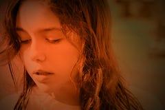 побеспокоенное зарево девушки брюнет Стоковая Фотография