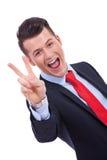 Победа gesturing бизнесмен Стоковые Изображения RF