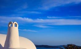 Побеленная печная труба в Santorini, Греции Стоковые Изображения RF