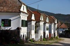 Побеленные дома в Torocko, деревне Rimetea. Румыния Стоковое Изображение RF