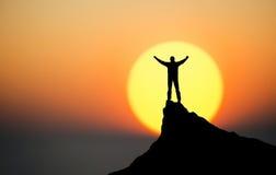 Победитель на верхней части горы Стоковая Фотография RF