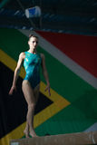 Победитель фокуса луча девушки гимнастики Стоковое Изображение RF