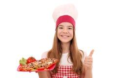 Повар девушки с сэндвичем и большим пальцем руки вверх стоковые изображения rf