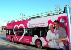 повезите прописное непрерывное на автобусе опишите приток итальянский rome изображения к touristic туристам полезным стоковые изображения rf