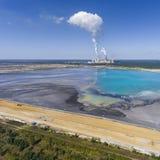 Поверхностные добыча угля и электростанция в Польше Разрушенная земля Стоковые Фото