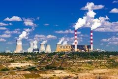 Поверхностные добыча угля и электростанция Стоковая Фотография