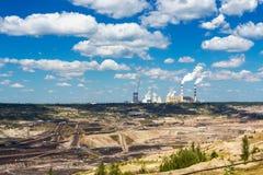 Поверхностные добыча угля и электростанция Стоковые Изображения