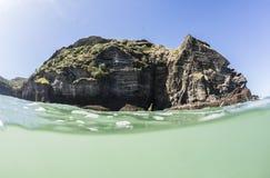 Поверхностный разделенный взгляд острова стоковые фотографии rf