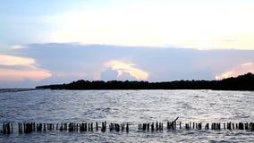 Поверхность волны моря с небом захода солнца, Twilight морем на челке Khun Thian сток-видео