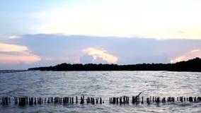 Поверхность волны моря с небом захода солнца, Twilight морем на челке Khun Thian видеоматериал