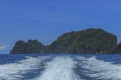 Поверхность воды позади шлюпки скорости Стоковые Фотографии RF