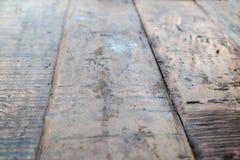 Поверхность доск поцарапанных таблицей старых деревянных стоковое изображение