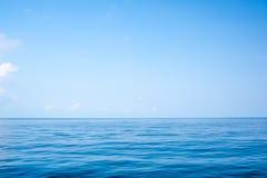 Поверхность и небо моря Стоковая Фотография RF