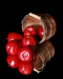 поверхность корзины яблок отражательная Стоковые Изображения RF