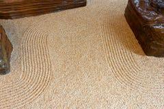 Поверхность небольшой песчинки каменная рисует картину как кривая дзэна как фоновое изображение Соберите различные средства массо стоковое фото rf