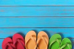 Поверхность предпосылки голубого пляжа темповых сальто сальто в ряд старая выдержанная деревянная Стоковые Фото