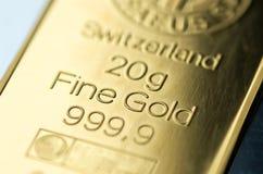 Поверхность чеканенного золотого ингота веся 20 граммов Стоковое Изображение
