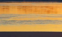 Поверхность льда текстуры реки на первом замораживании дня Стоковая Фотография RF