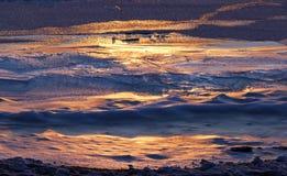 Поверхность льда текстуры реки на первом замораживании дня Стоковые Фотографии RF