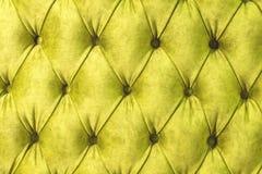 Поверхность Velor конца-вверх софы Циновки оборудования-velor тренировки затягиванные с кнопками Желтый выстеганный стиль chester Стоковые Фото