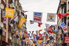 Повисните различные флаги партии во время референдума утвердительного ответа стоковые изображения
