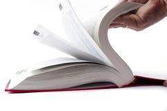 Поворачивая страницы пустой белой книги книга в твердой обложке Стоковая Фотография RF