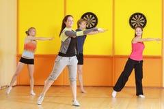 поворот группы aerobics левый стоковая фотография