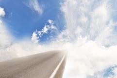 поворот дороги рая облаков стоковые изображения