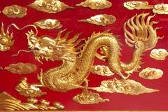 поворот дракона золотистый левый стоковая фотография