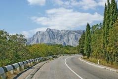 Поворот дороги асфальта в горах Стоковое фото RF