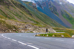 Поворот дороги в горах Стоковые Изображения RF