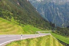 Поворот дороги в горах Стоковые Фотографии RF