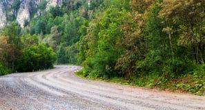 Поворот дороги грязи выведенный и правый Стоковые Изображения RF