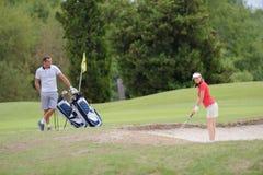 Поворот ` s женщины для гольфа стоковая фотография