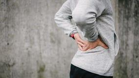 Повреждение спины бега и спорта стоковые фото
