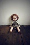 Поврежденная кукла сбора винограда Стоковая Фотография