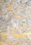 Поврежденная ориентированная доска стренги Деревянная панель сделанная от отжатых песочных коричневых деревянных shavings как кру Стоковые Фотографии RF