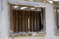 поврежденное окно шторма стоковое фото rf