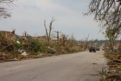 поврежденный торнадо улицы mo joplin Стоковое фото RF