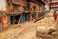 Повреждение землетрясения в улицах Kathamndu от ба Thamel Стоковые Фотографии RF