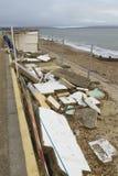 Повреждение 2014 шторма 14-ое февраля, конкретные хаты пляжа повредило, Milf Стоковая Фотография RF