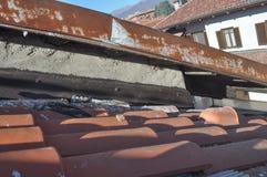 Повреждения голубя на крыше Стоковые Фотографии RF